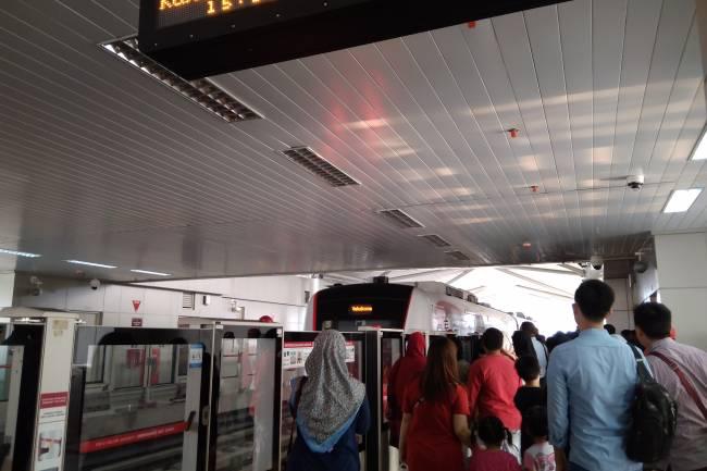 Tanggapan Penumpang Soal Kenyamanan LRT Jakarta
