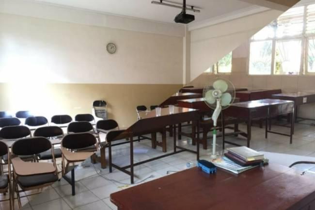 Kampus Over Capacity saat Sore, Sekolah Jadi Alternatif