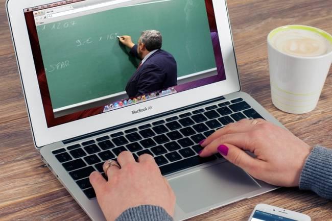 Rektor: Belum Ada Regulasi, Kuliah Online Bukan Kelas Pengganti