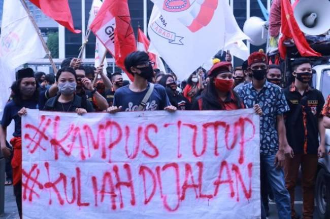 Gerakan Mahasiswa Jakarta Suarakan Aspirasi dalam Aksi #KampusTutupKuliahDijalan