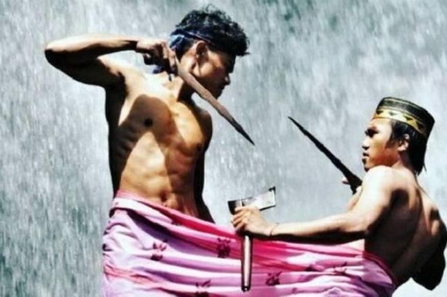 Mengenal Tradisi Unik Masyarakat Bugis dari Film Tarung Sarung