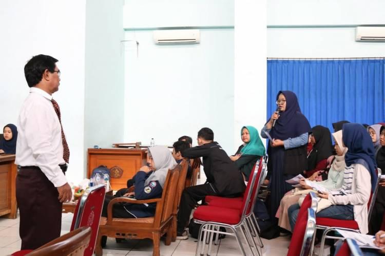 "Semangat Peserta Seminar ""How to Speak English Properly - Speak English Like a Pro"""