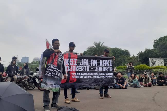 Tiga Warga Asal Mojokerto Kirim Surat Ke Istana Negara Jalan Kaki
