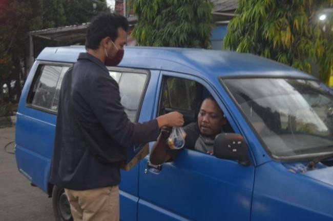 Ringankan Beban Sesama, Komunitas WARJO Distribusikan Puluhan Sembako