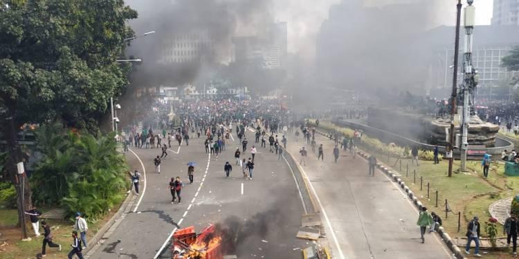 Penolakan UU Cipta Kerja Omnibus Law di  Istana Berujung Chaos